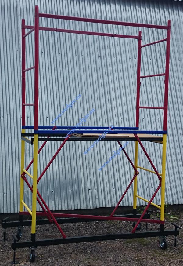Лестницы ограждения соединяются гантелями ограждения (красного цвета).