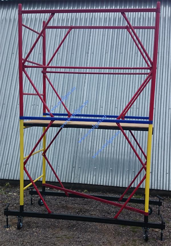 Лестницы ограждения, гантели ограждения и гантели секции соединяются стяжками и перекладинами ограждения (красного цвета).